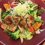 大戸屋 - 彩り野菜と炭火焼バジルチキン単品