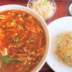 百楽門 - 料理写真:酸辣麺+半チャーハン
