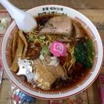 醤油屋本店 - 料理写真:萬字らーめん(702円)