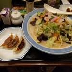 リンガーハット 大阪天神橋店 - 野菜たっぷりちゃんぽん餃子付き