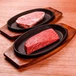 赤身と霜降りの2種の希少部位の熟成ステーキ(300g)