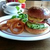 カフェ アルプス - 料理写真:『チーズバーガー』¥920-『森のコーヒー』¥360-