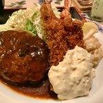グリル ロン - 牛肉100%のロンバーグ&エビフライ   キャベツもたっぷり(^○^)