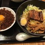 宙寅屋 - 2018/1/6 ディナーで利用。 牛バラ醤油麺990円+税) 担々そぼろ飯卵入り(390円+税)