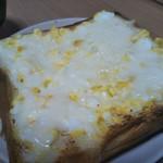 匠 - 自作卵サラダにチーズのせて、2〜3分トースターで焼いてみた。