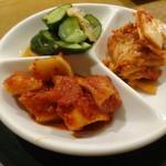 韓国宮廷料理ヨンドン - キムチ盛り合わせ