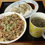 八屋 - チャーシューライスと焼餃子(表面)