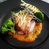 白身魚のブレゼ パプリカとサフランのバスケーズソース
