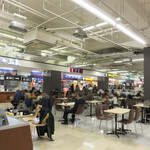 博多三氣 - イオンスタイル笹丘店の地下1階フードコート内にあります。内