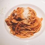 グラッポロ - キノコとパンチェッタのトマトソースパスタ