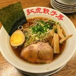 紅虎餃子房 - 「拉麺(らーめん・醤油)」(780円+税)。