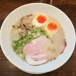丸鶏 白湯ラーメン 花島商店 - 煮玉子鶏白湯ラーメン