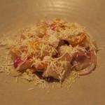 79182915 - 活カンパチのカルパッチョ ホオズキと赤玉ねぎ フェタチーズ2