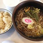 レストラン利根 - 山菜そばと鶏五目ごはんセット。