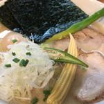 ろく月 - 「オススメ特製豚白湯¥880」