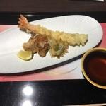 京懐石 美濃吉 - 大海老天ぷら フグの唐揚げ