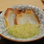 さえ喜 - 蛸の桜のチップ燻製☆4 山葵・山芋・オクラとほんのり燻製が合う合う