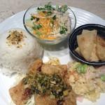 萠茶 - ランチプレート 豚肉ロースの唐揚げー薬味ソースー 1000円 ドリンク、デザート付 11:00~ラスト  ランチ、ディナーともご利用ください