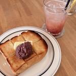 イリス ブレッド&コーヒー - あんバタートーストとルバーブソーダ
