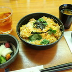 79193915 - かつ丼とシジミ汁、漬物