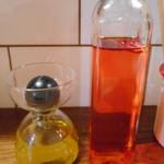 泡包シャンパンマニア - トリュフオイル、自家製チリオイル