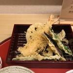 天ぷら やす田 - 海老、茄子、蓮根、インゲン、キスがサクッと揚がっています