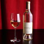 YAKINIKU FUTAGO 37West 17th St - 料理・ドリンク:キリッと爽快な味わいの白ワインをお愉しみください