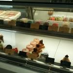 丸玉屋洋菓子店 - 料理写真:冷蔵ケース①