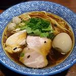 麺や 而今 - 【芳醇醤油鶏そば 並盛 + 半熟味付け煮玉子】¥800 + ¥100