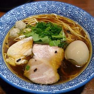 麺や 而今 - 料理写真:【芳醇醤油鶏そば 並盛 + 半熟味付け煮玉子】¥800 + ¥100