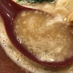 博多らーめん とんこつ家 高菜 - 濃厚豚骨醤油のスープ