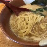博多らーめん とんこつ家 高菜 - 麺