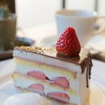 イロドリ - 料理写真:ストロベリーショートケーキチョコレートがけ