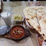 パキスタン・アラビアン・インド料理 デラ - バナナシェーク マトンカラヒ ナン