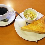 リオ - 料理写真:コーヒー(400円)、モーニング(バタートースト、ゆで卵、サラダ)