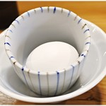 煮干し豚骨らーめん専門店 六郷 - 生卵 50円 卵黄と和え玉の相性抜群♪