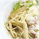 煮干し豚骨らーめん専門店 六郷 - 低加水でポキポキ感が楽しい麺。風味もすごく良いです。