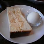 ぼあ - トーストセットのトースト・茹で卵