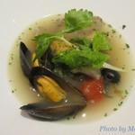 79230557 - 広島県宮島産ムール貝と瀬戸内海産鯛のアクアパッツァ