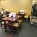 心洗庵 - 客席は全てテーブル席。