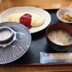 熊福 - 1日5食限定の白いオムレツ定食。お米を餌にすると黄身が白くなるそうです。