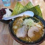 麺や 笑味寿 - 味噌ラーメン&サービスライス2018.01.11