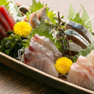 その日あがった魚介を使用した、四季折々の料理が並びます