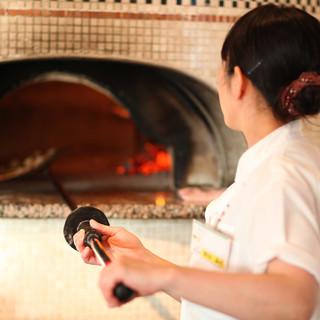 イタリア製の本格窯焼きピッツア