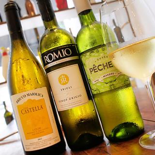 ソムリエ厳選◆個性豊かな世界各国のワインを取り揃えております