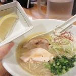 双鶏 - 双鶏白湯ラーメン700円。
