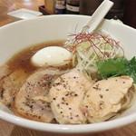 双鶏 - 双鶏醤油ラーメンスペシャル(Wチャーシュー・味玉入り)900円。