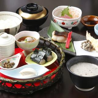 """身体に良いとされる""""自然生料理""""と季節の食材をご堪能下さい"""