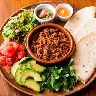 アドカドやスパイスのきいた本場メキシコ料理