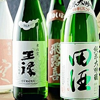 日本酒好きや日本酒ビギナーにも嬉しい、こだわりの取り揃え